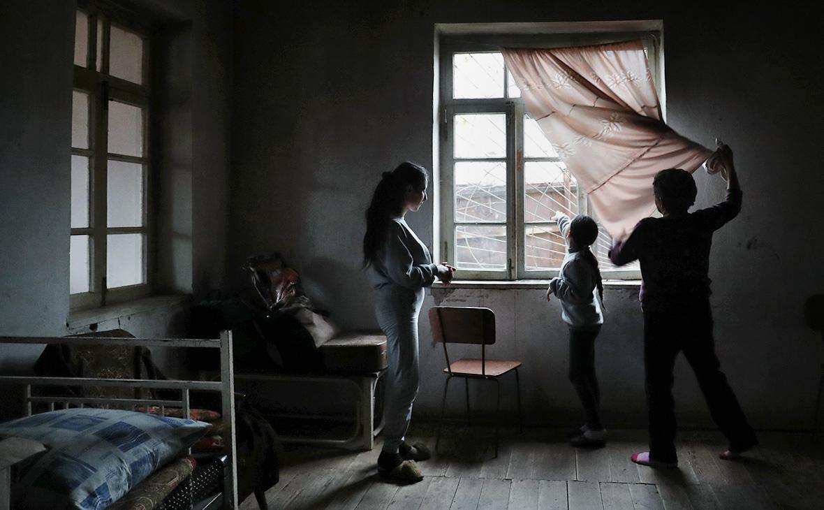 Главы Минобороны России и Армении обсудили нарушение перемирия в Карабахе