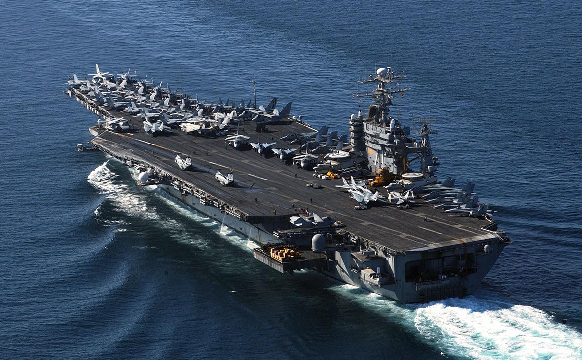 Иранские ракеты упали в океане недалеко от авианосца США