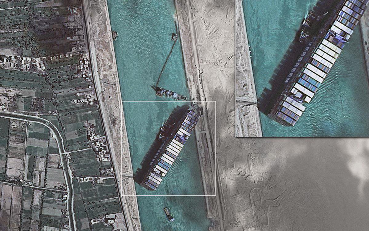 Рогозин опубликовал свежий снимок Суэцкого канала из космоса
