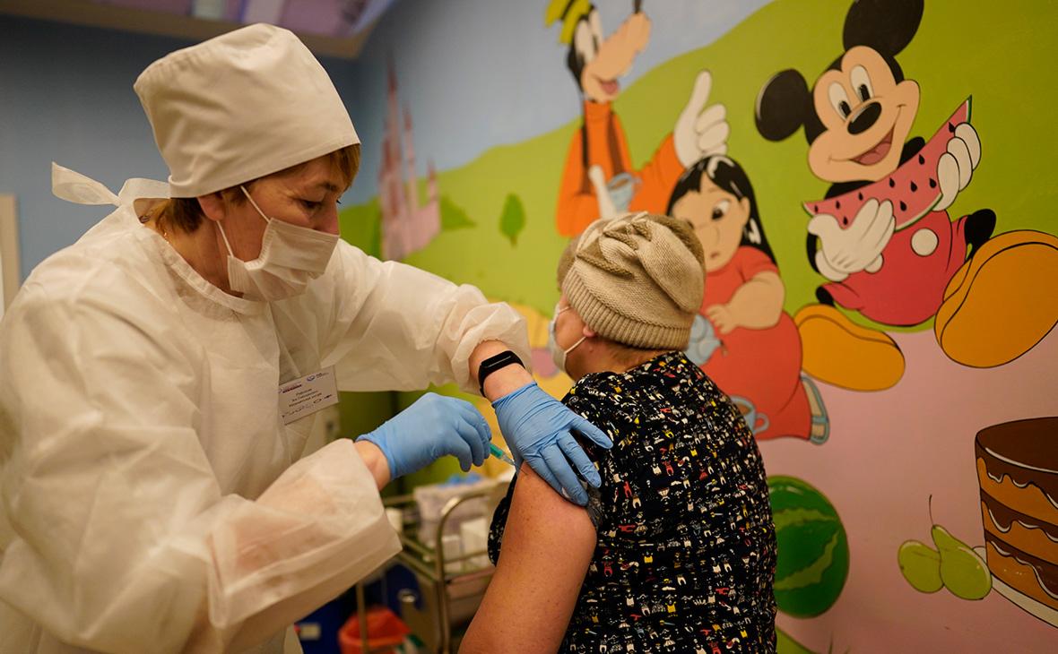 В РФПИ заявили о лидерстве России в Европе по прививкам от COVID
