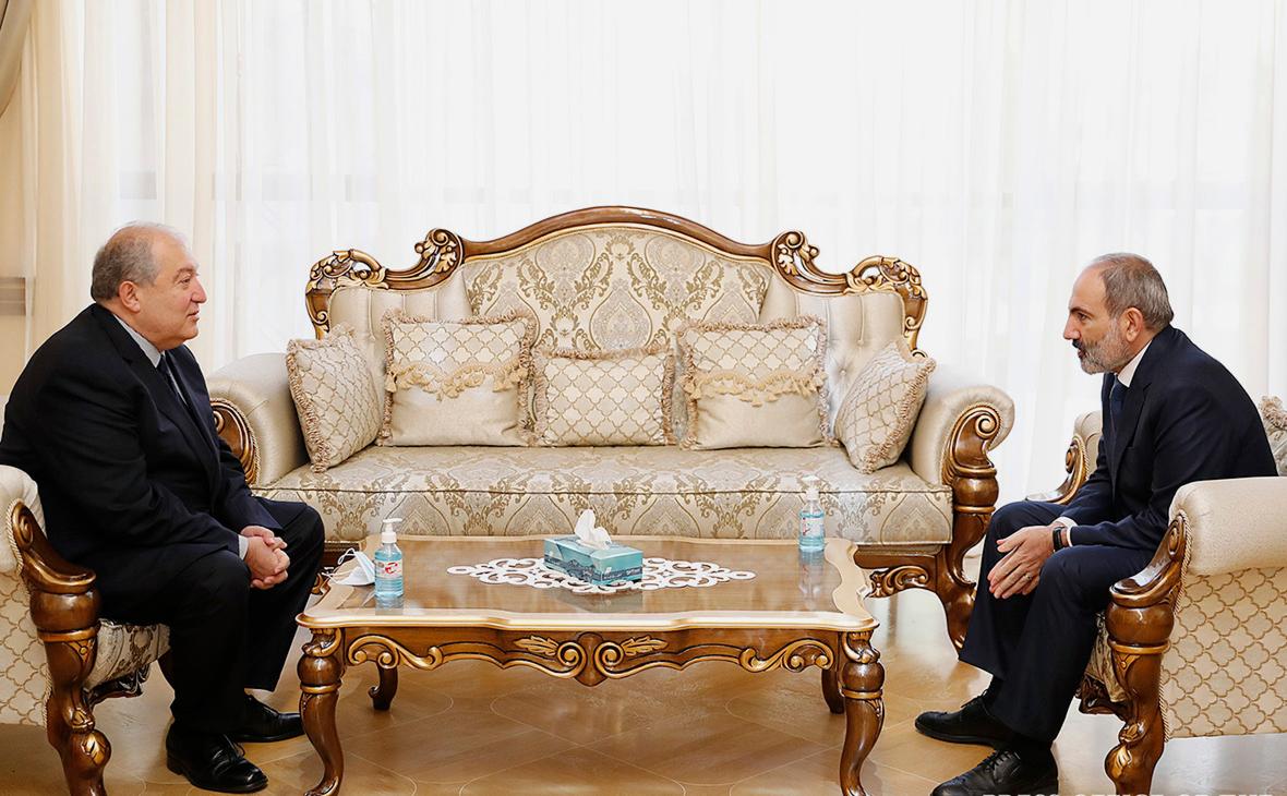 Президент Армении обсудил с Пашиняном досрочные выборы в парламент