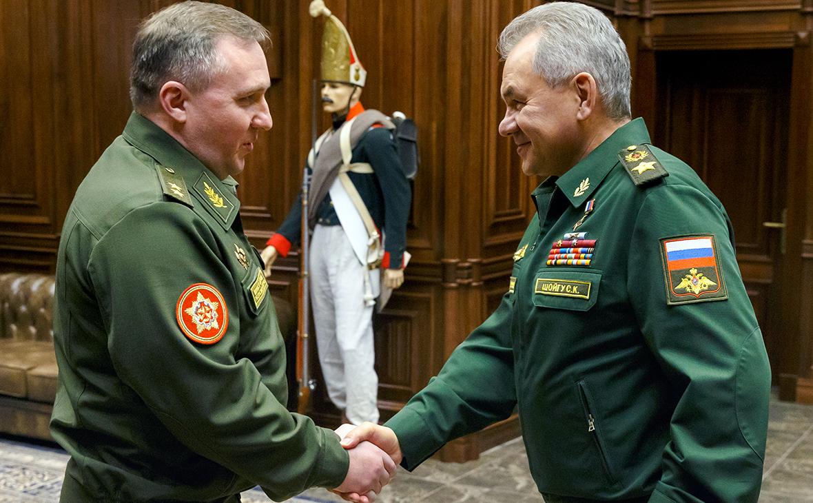 Шойгу договорился с Минском создать учебно-боевые центры для военных