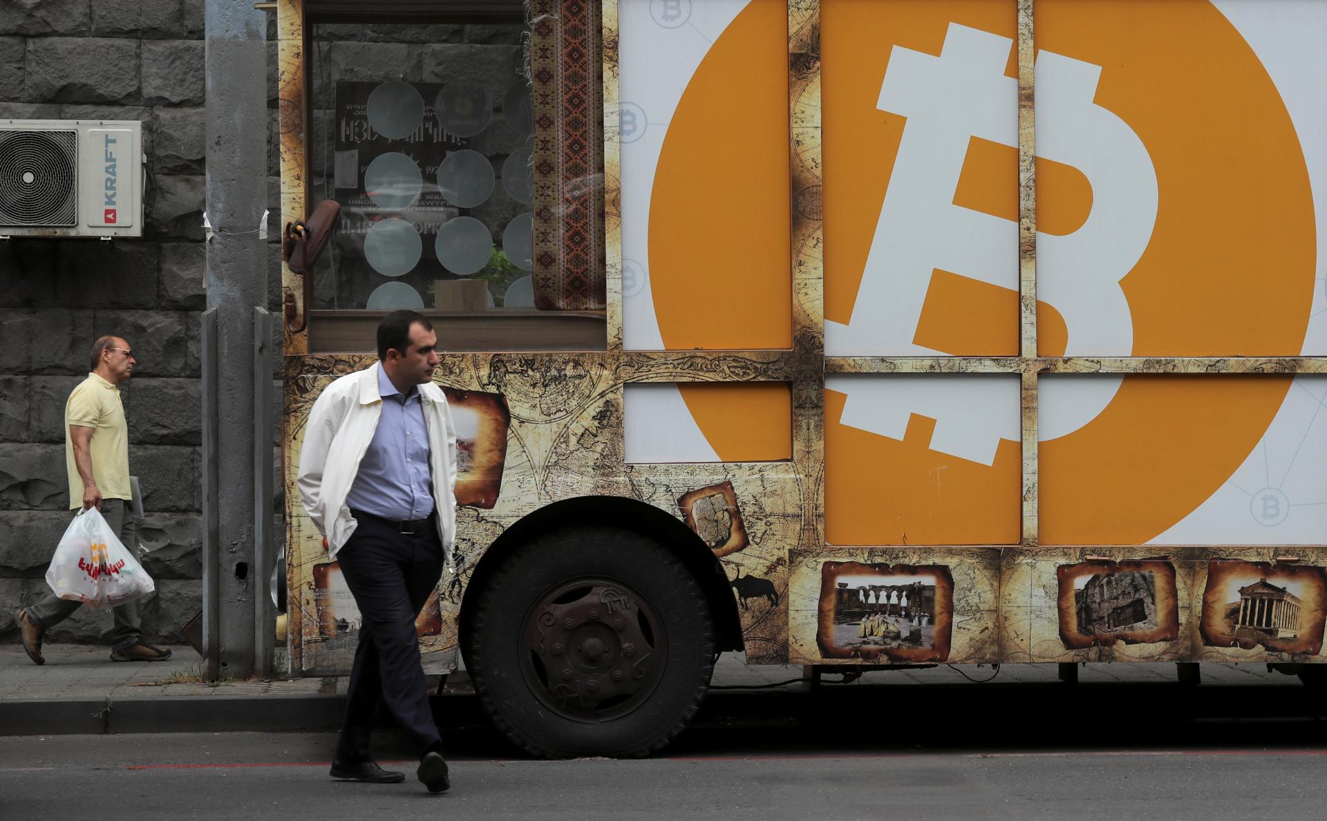 Стоимость биткоина впервые превысила $25 тыс.