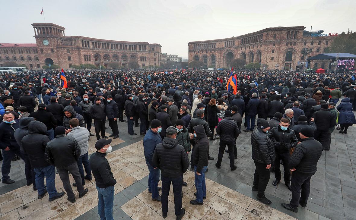 Оппозиция Армении поставила палатки и дала два часа на отставку Пашиняна