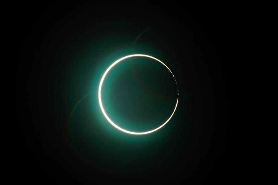 Жители части Земли увидят во время затмения 14 декабря «солнечную корону»