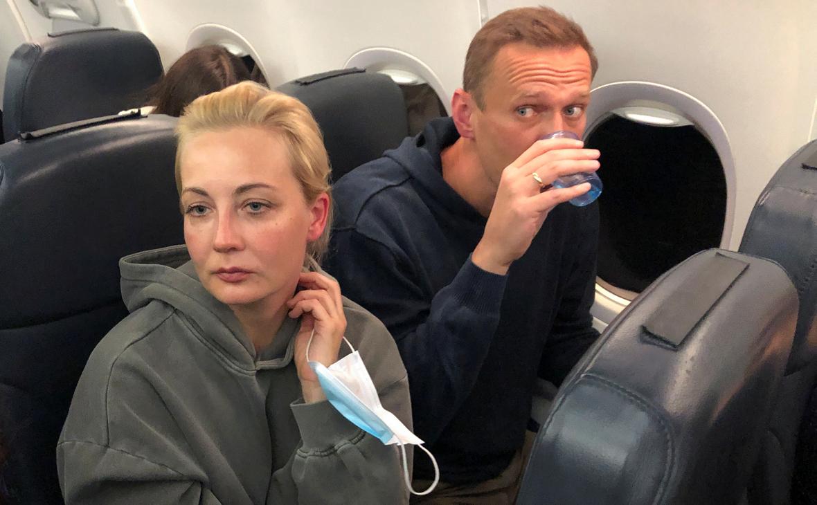 Внуково назвало щетку причиной перевода самолета Навального в Шереметьево