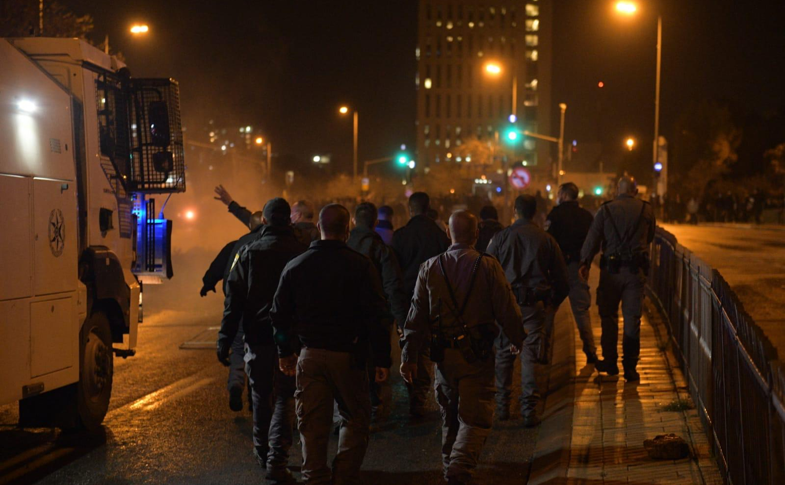 В Израиле во время акции протеста пострадали несколько полицейских