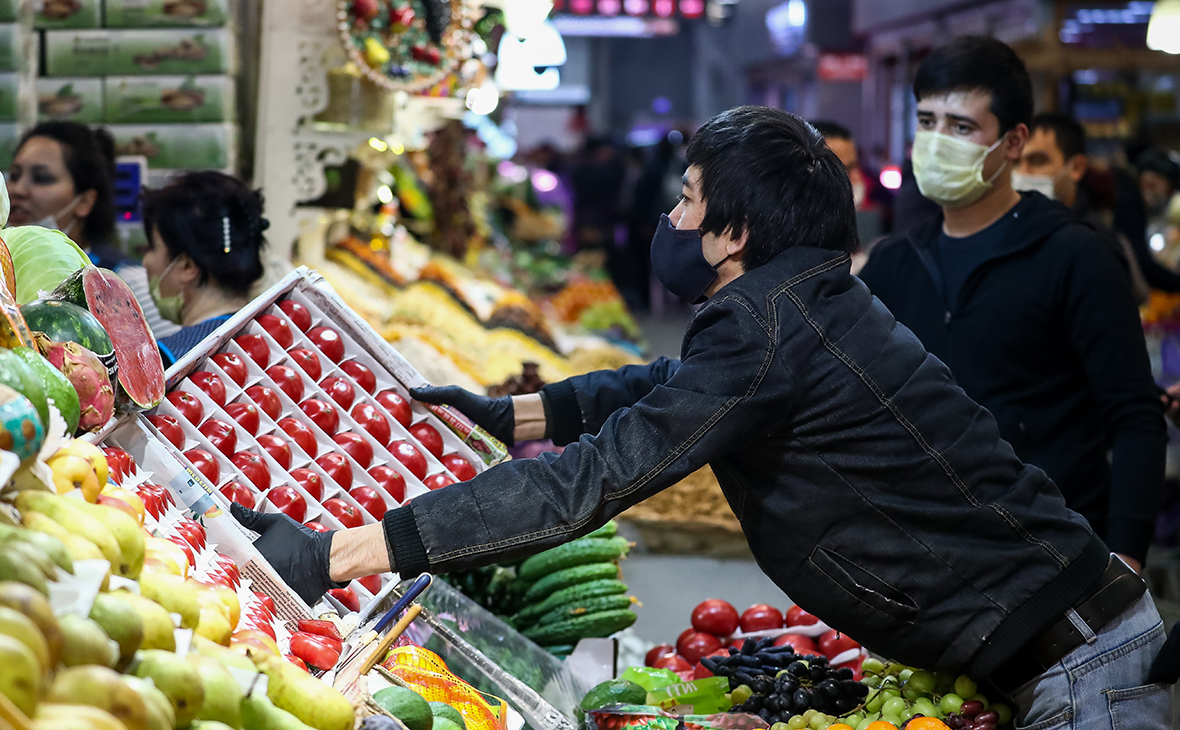 Россия запретила импорт азербайджанских томатов и яблок