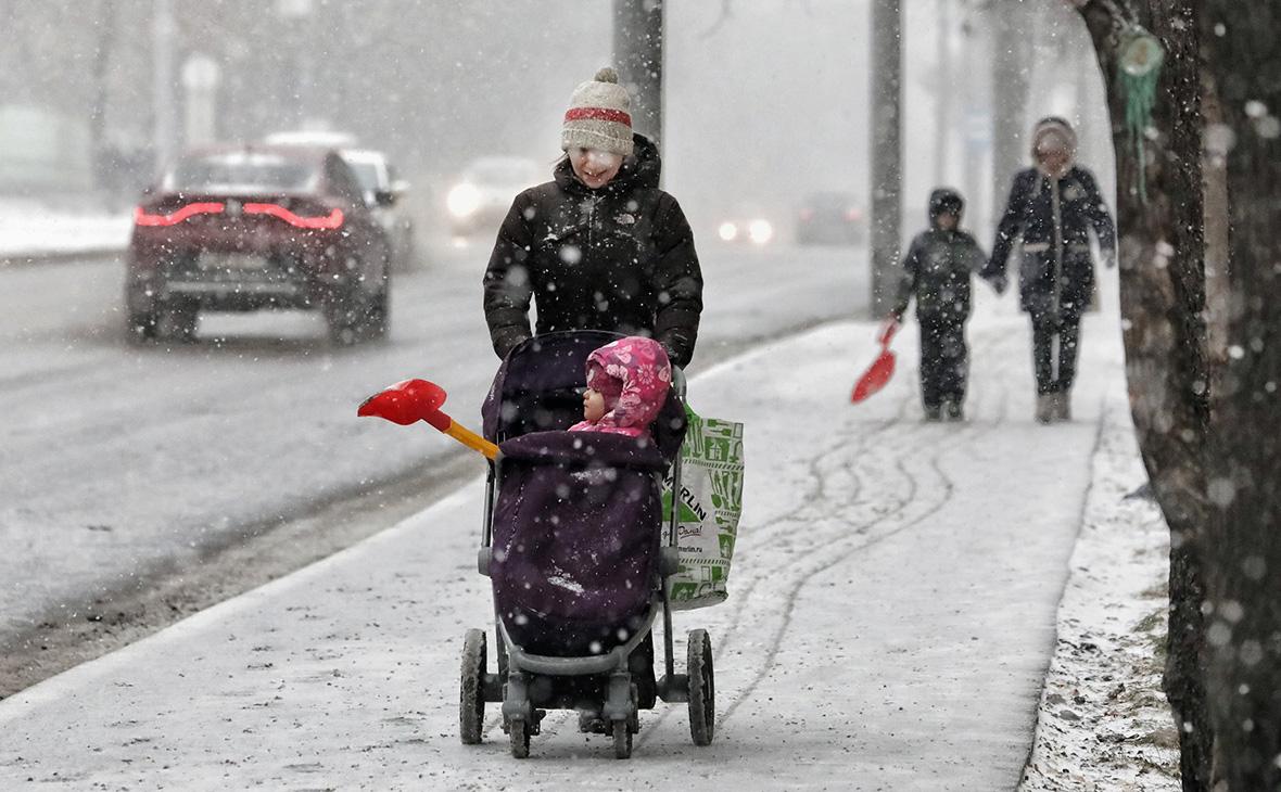 Минфин направил ПФР 73,6 млрд руб. на новогодние выплаты семьям с детьми