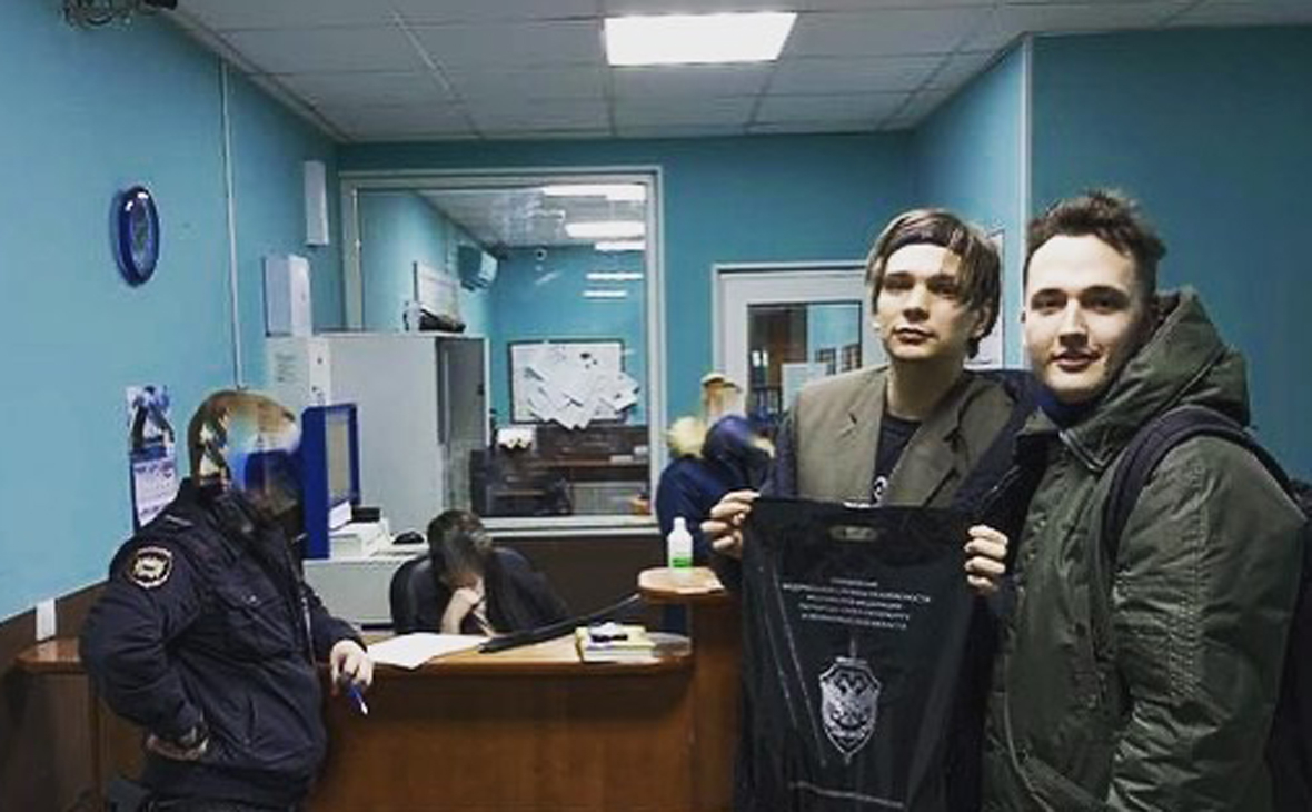 Рэпера Гнойного отпустили из отдела полиции после задержания