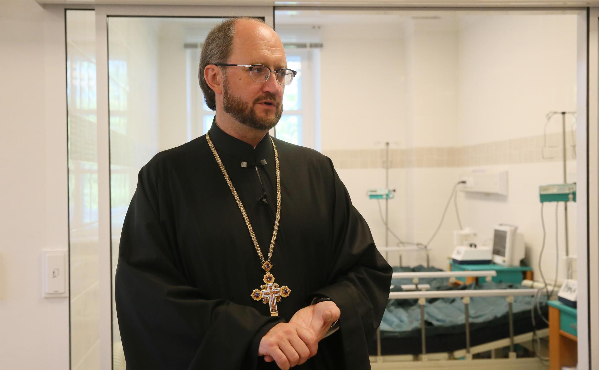 СМИ узнали о плане назначить священника главой фонда помощи больным детям