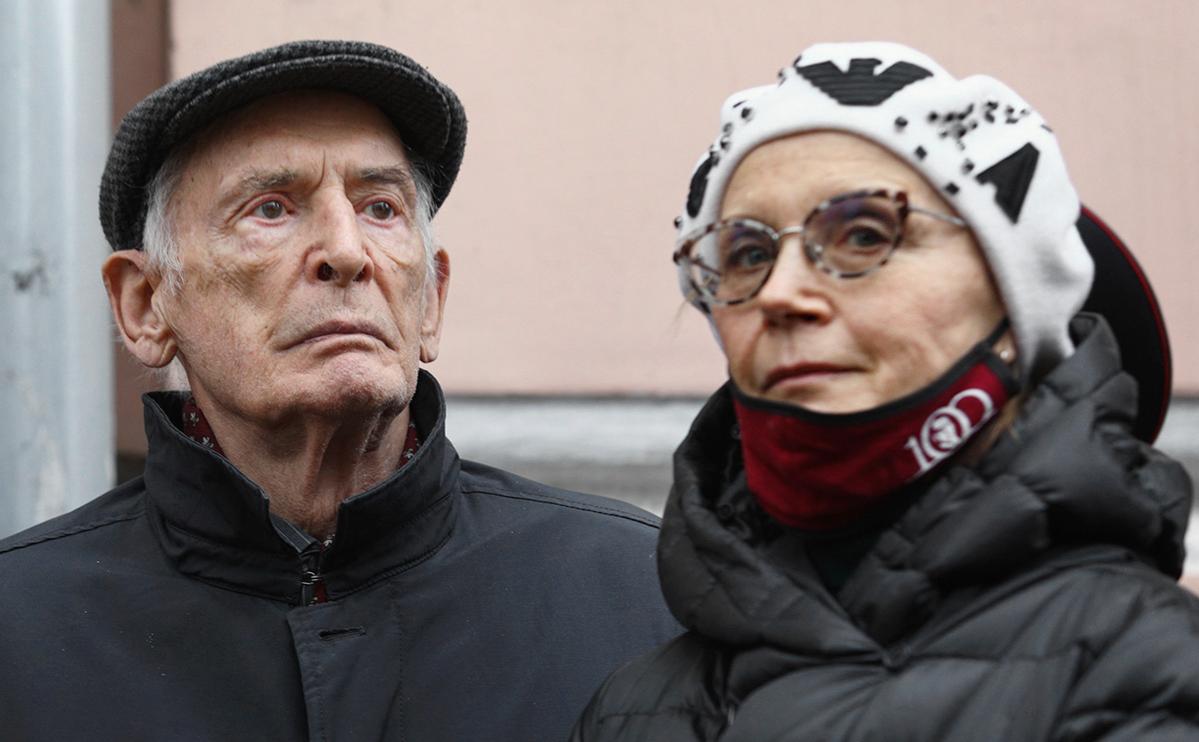 Василий Лановой и Ирина Купченко заразились коронавирусом