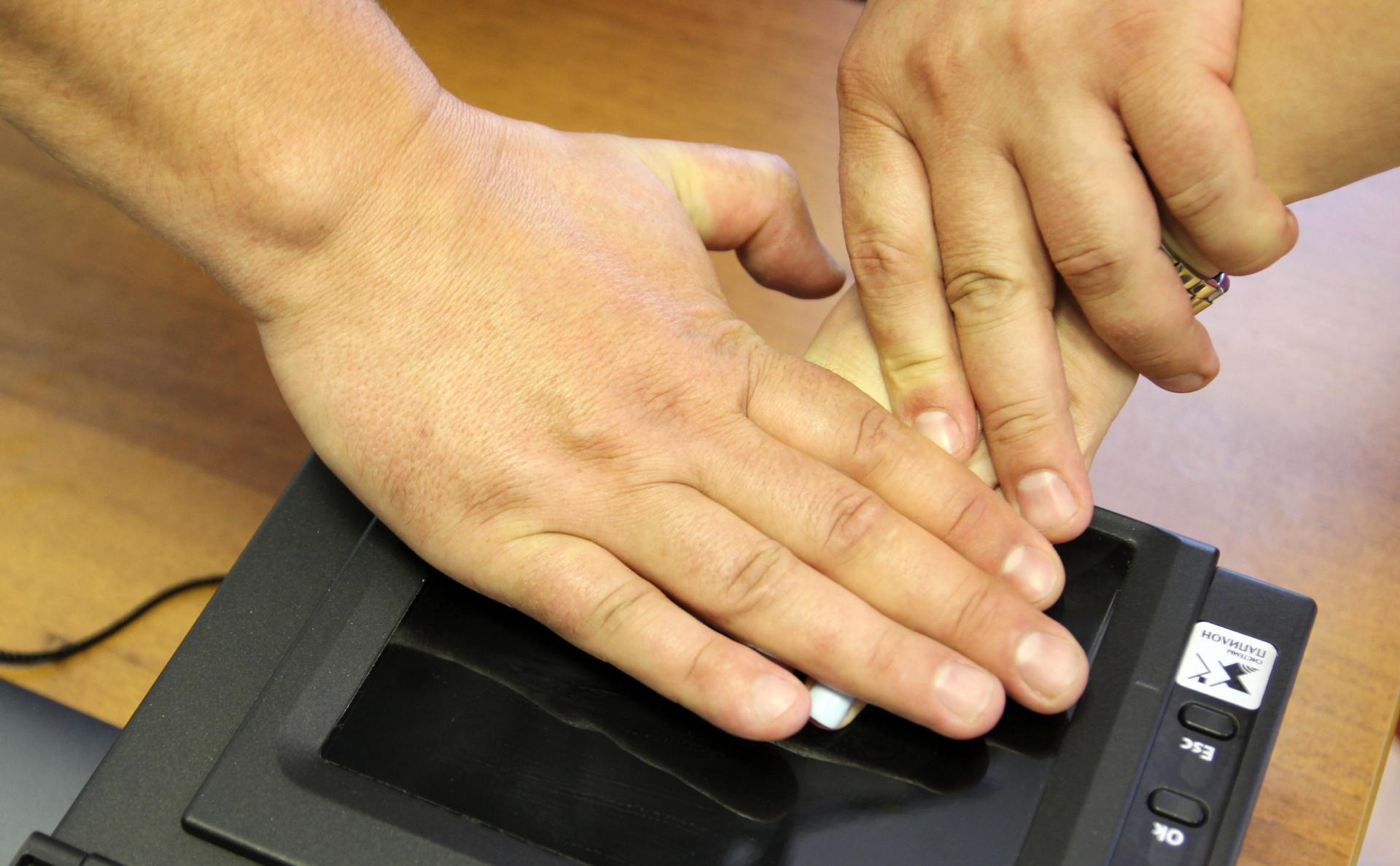 МВД предложило хранить отпечатки пальцев россиян до 100-летнего возраста