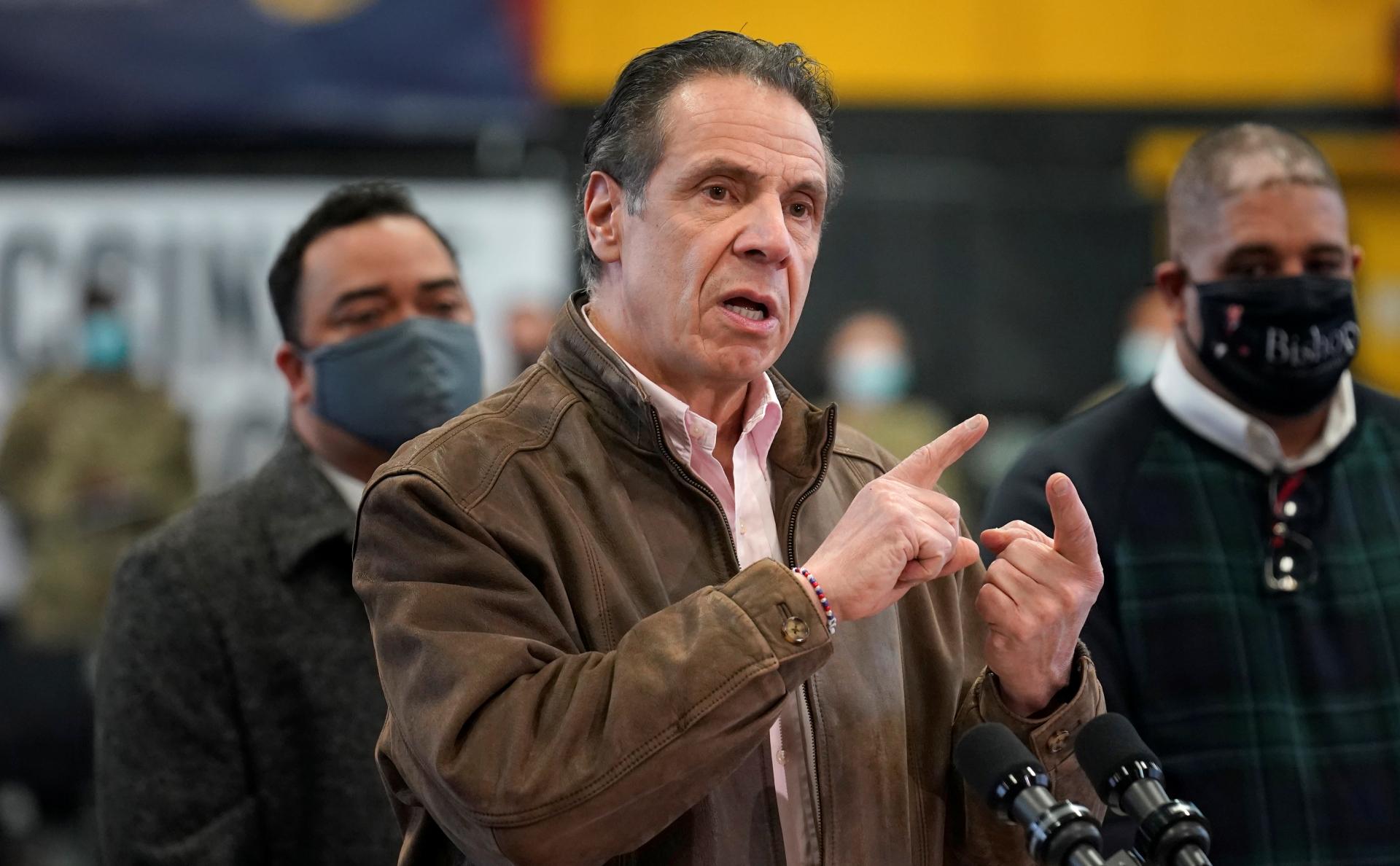 Губернатора Нью-Йорка обвинили в домогательствах