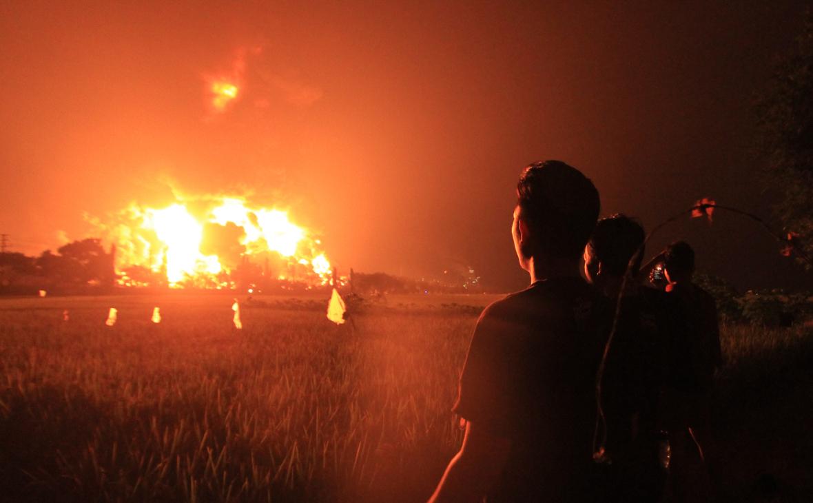 Число пострадавших при пожаре на НПЗ в Индонезии возросло до 28
