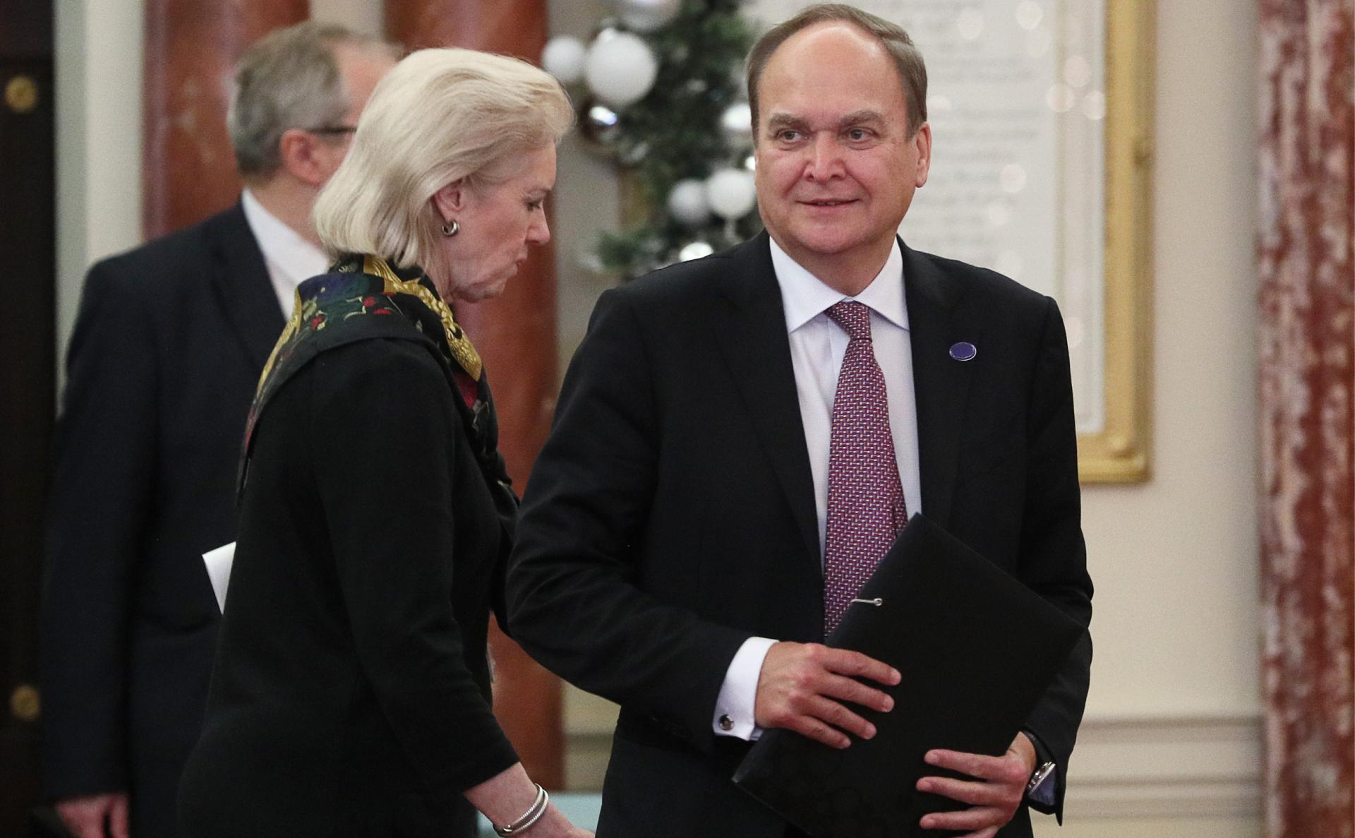 Посол России заявил о попытке США санкциями отвлечь внимание от проблем