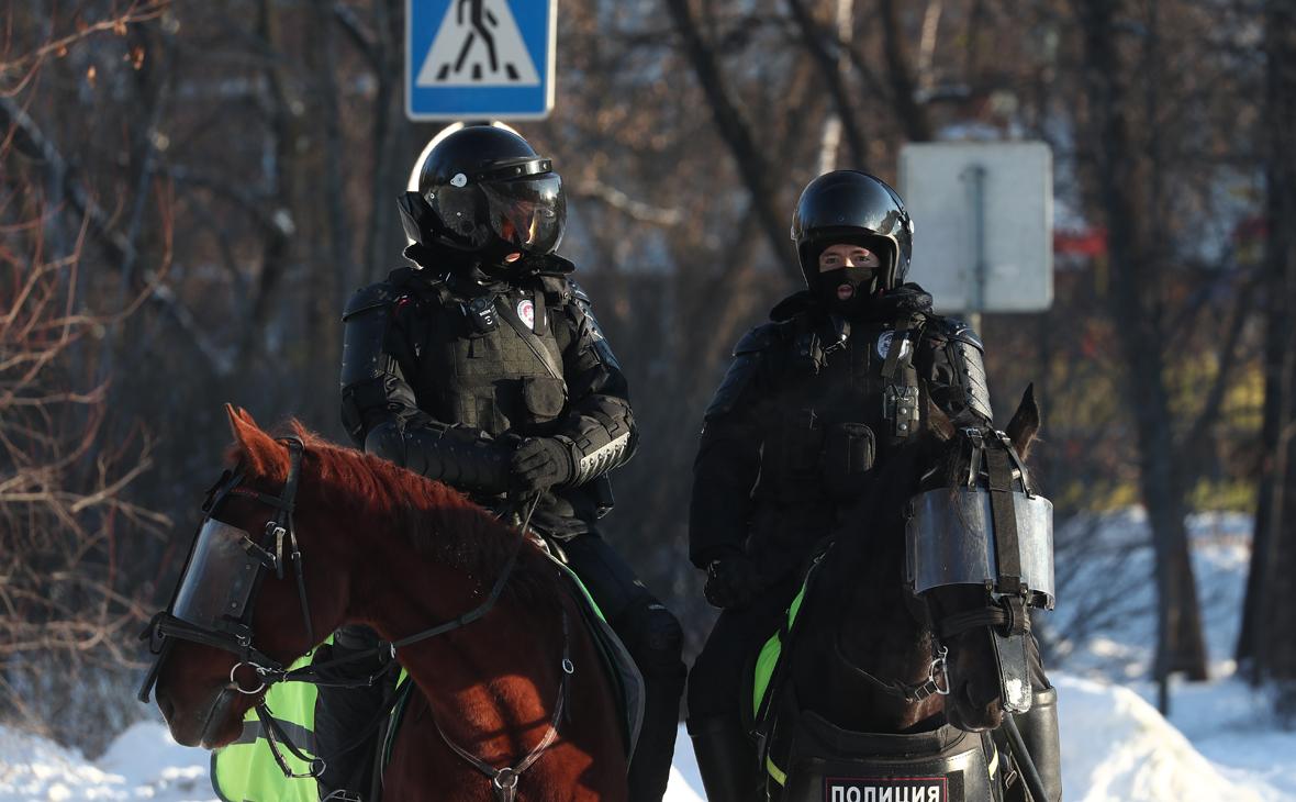 В МВД ответили на сообщения о заклеенных жетонах полицейских у Мосгорсуда