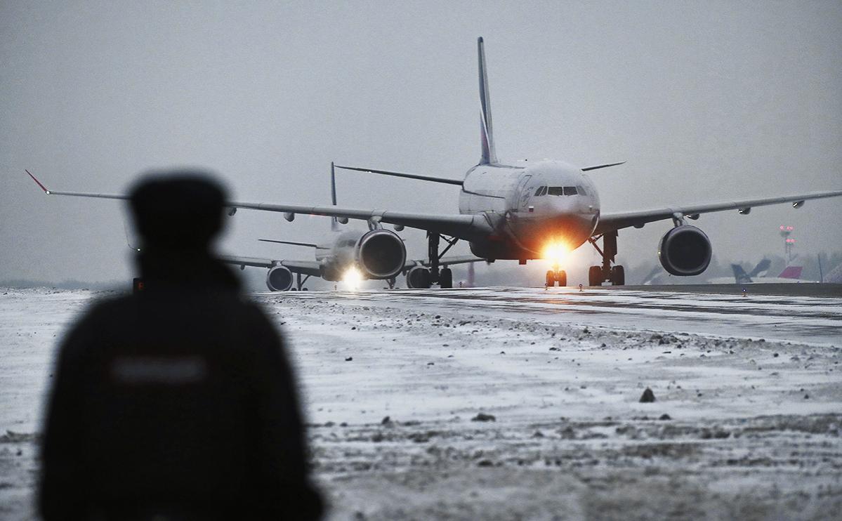 В Шереметьево из-за пьяного пассажира задержали самолет в Челябинск
