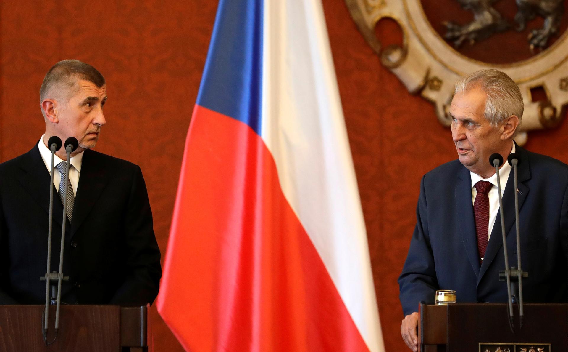 Премьер Чехии ответил на слова Земана о новой версии взрывов во Врбетице