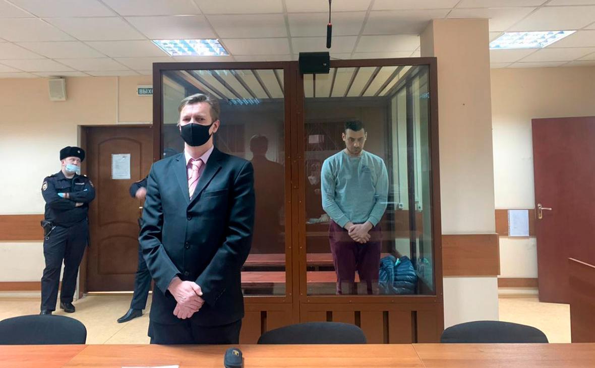 Суд в Москве арестовал двоих обвиняемых в нападении на росгвардейца