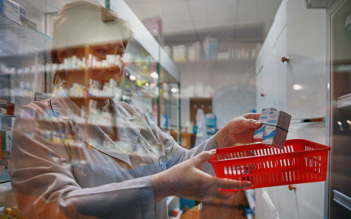 Россияне оценили работу провизоров в пандемию выше работы врачей