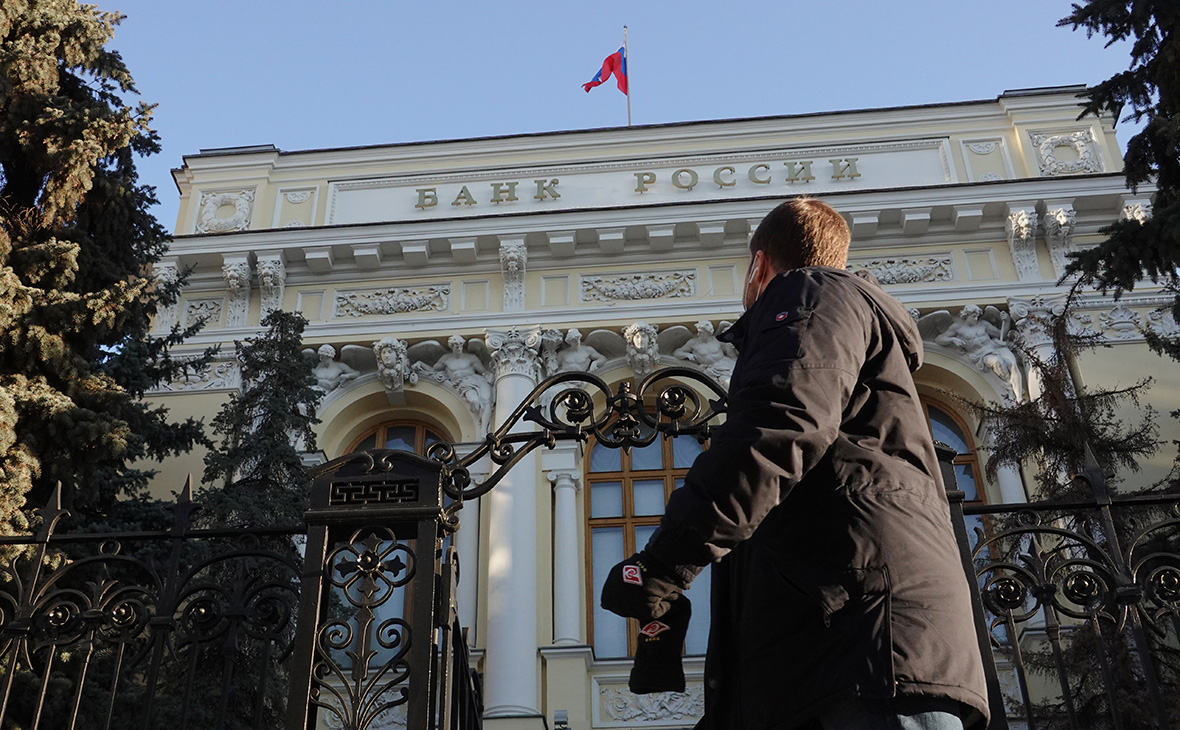 ЦБ отозвал лицензии у двух банков за утро из-за непрозрачных операций