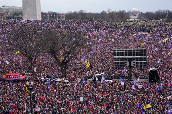 Парламент США после штурма сторонниками Трампа. Фоторепортаж
