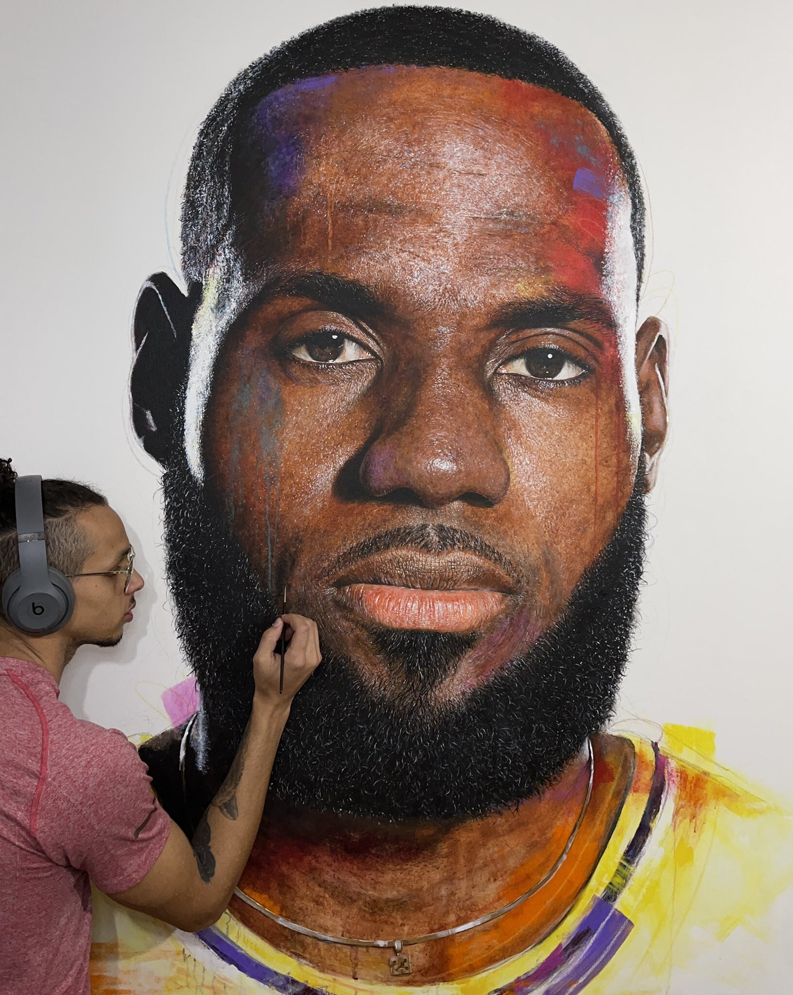 Художник нарисовал невероятно детализированное граффити с Леброном Джеймсом