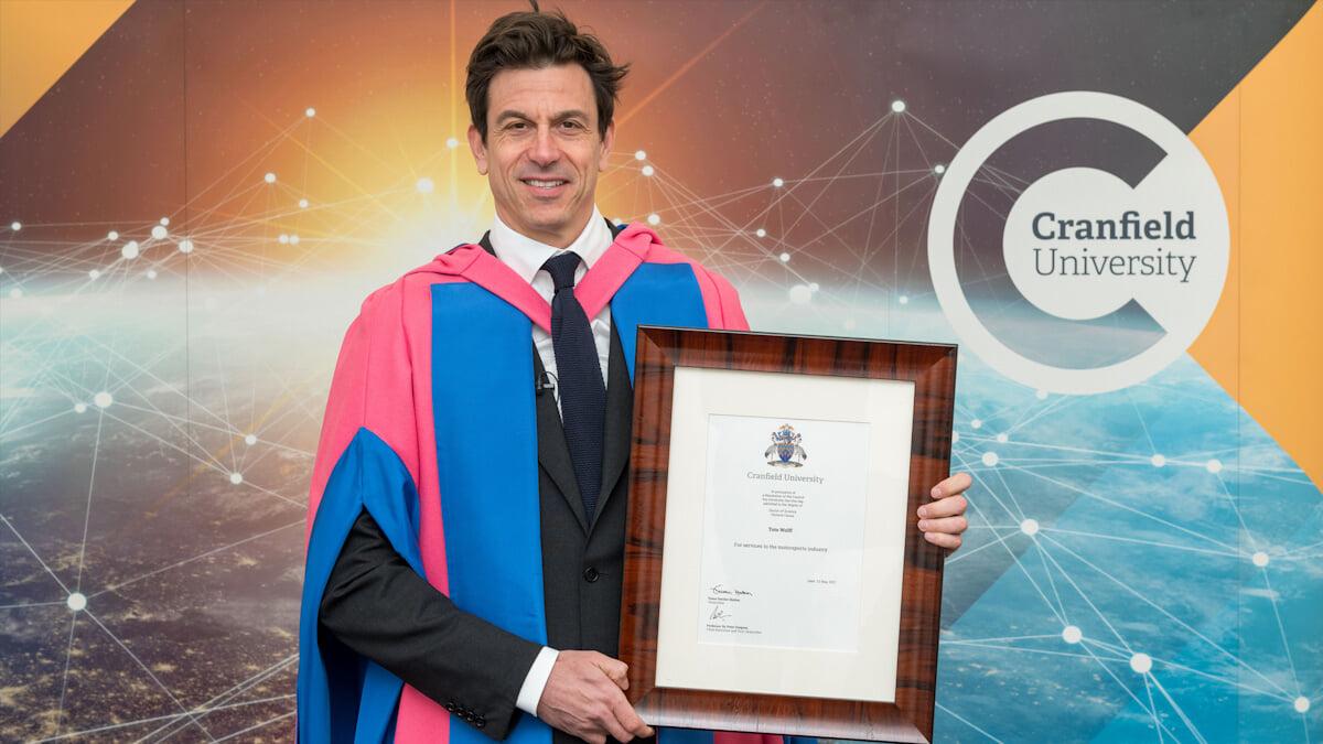 Тото Вольфф стал почетным доктором Университета Крэнфилда