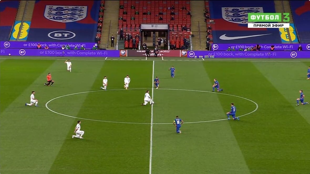 Судья Левников встал на колено перед матчем Англия – Сан-Марино