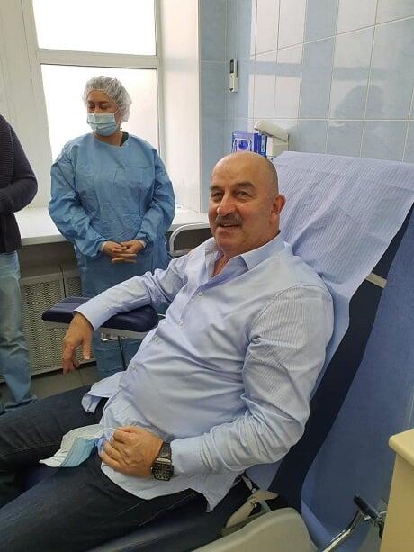 Черчесов завершил вакцинацию от коронавируса: «Спутник V» – отличный препарат. Побочных эффектов нет»