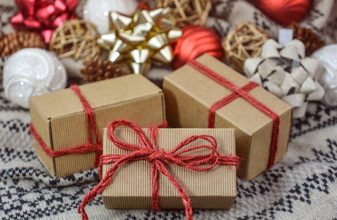 Стало известно, сколько детей в России не получат желаемые подарки на Новый год