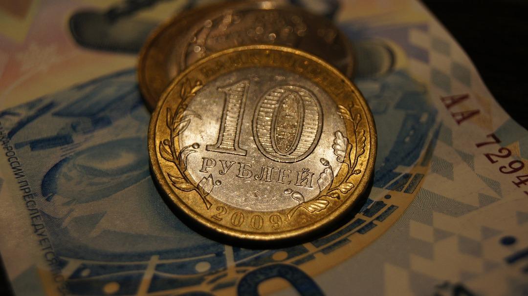 Основной проблемой рубля признали санкции