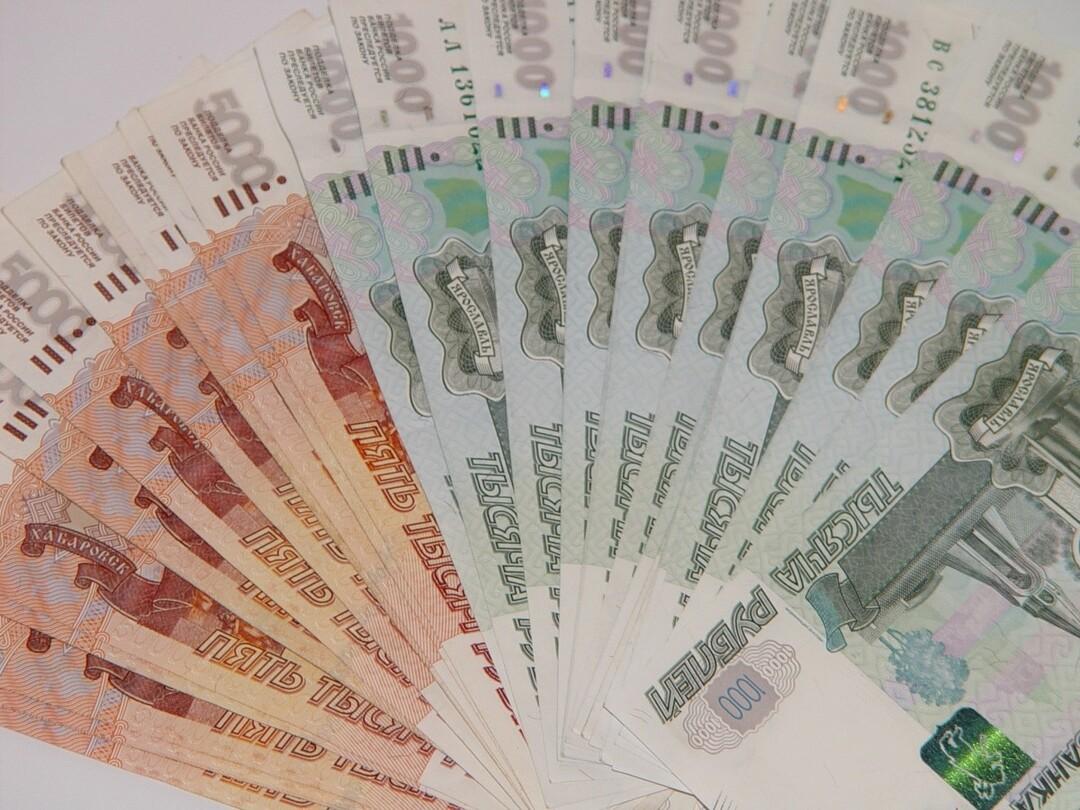 У пенсионера ФСБ украли 1,2 млн рублей во время обеда