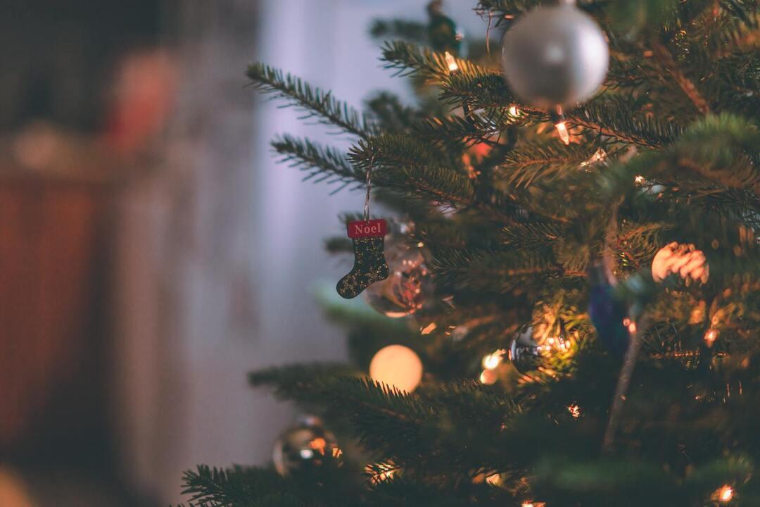 Стало известно, сколько россияне тратят на новогоднее настроение