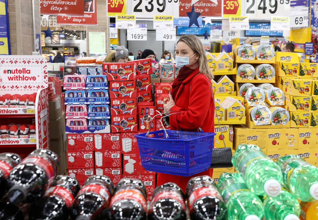 Российские власти призвали снизить концентрацию покупателей в магазинах перед Новым годом