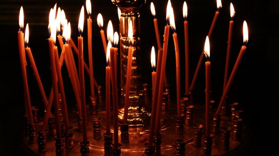 Патриарх Кирилл призвал поддержать убыточный бизнес РПЦ и отказаться от «левых» свечей