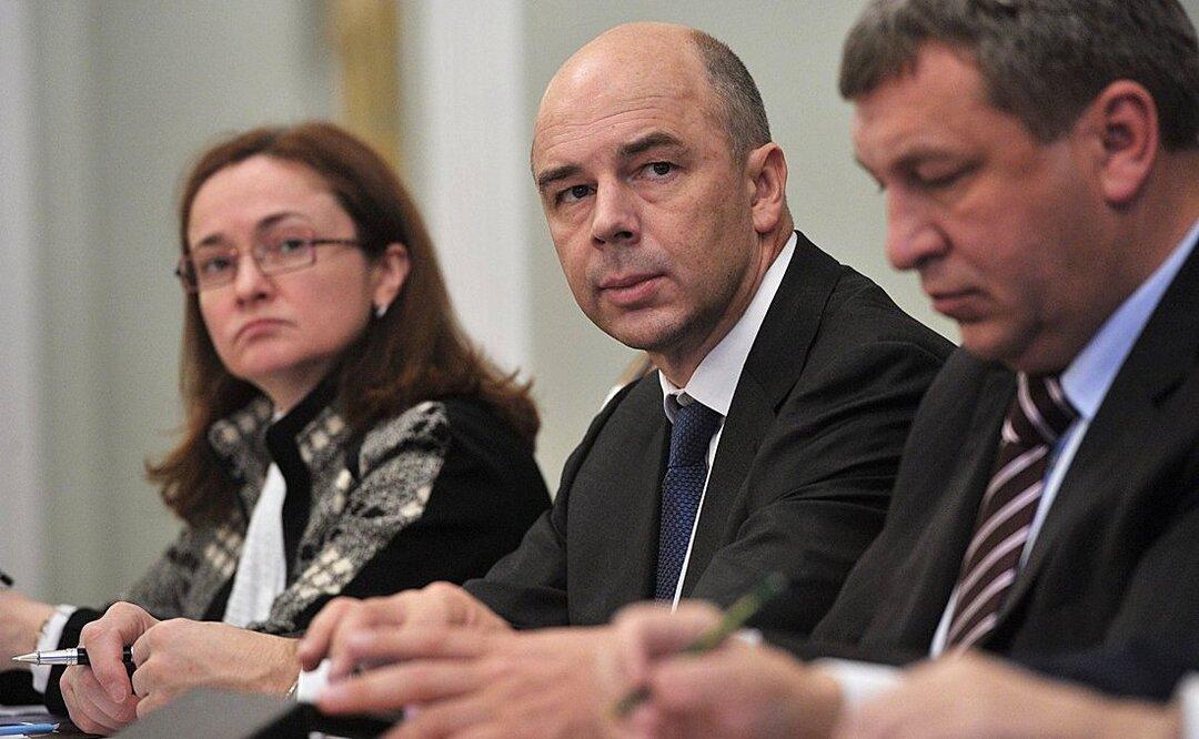 Российские власти не успеют потратить 1 трлн рублей до конца года. Его приберегут для вакцинации