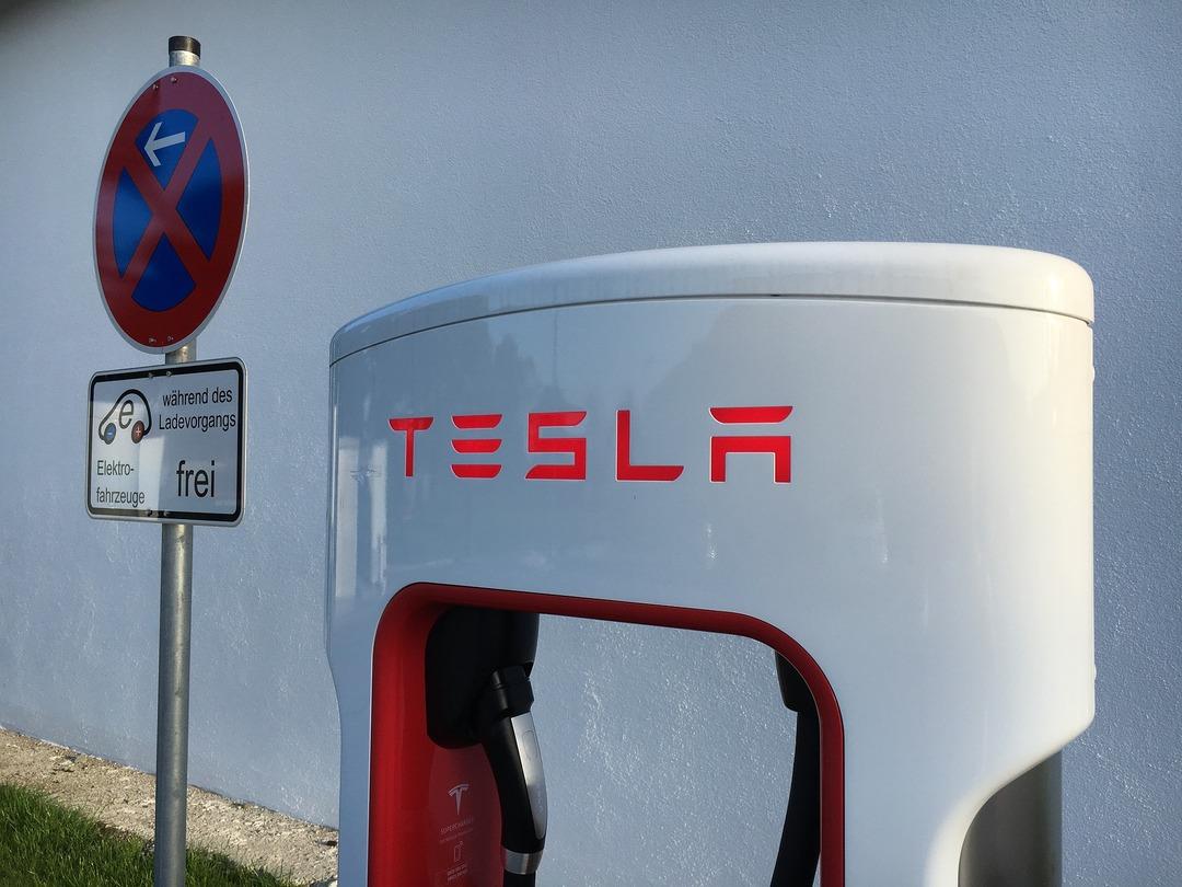 Илон Маск признался, что хотел продать Tesla главе Apple