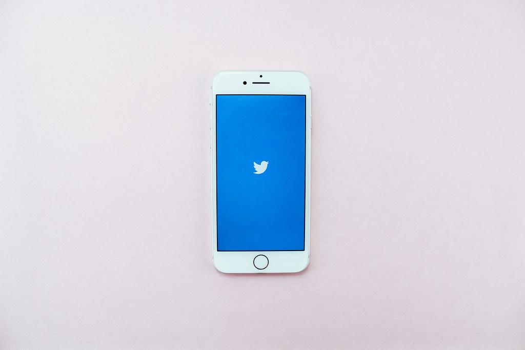 Twitter пригрозил забанить аккаунты японских художников. Всё из-за Роскомнадзора