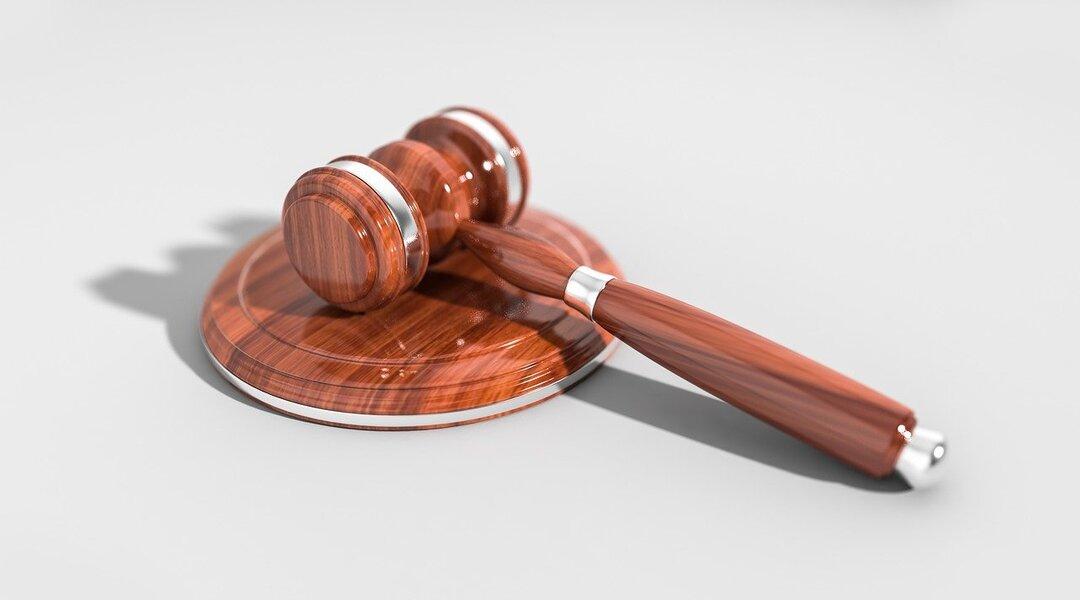 Бывшую судью отправили в колонию по делу о мошенничестве на 2,5 млн рублей