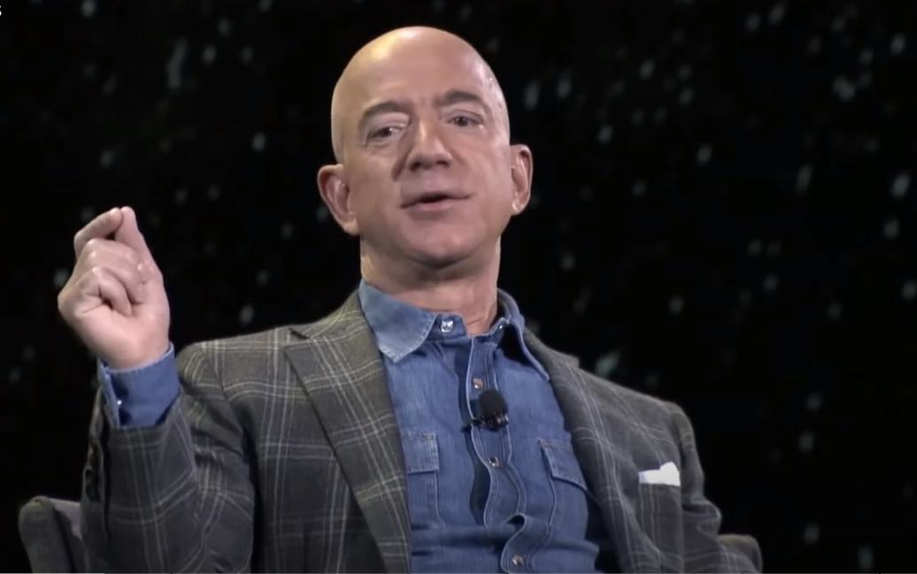 Безос стал богаче на $10 млрд после ухода с поста главы Amazon