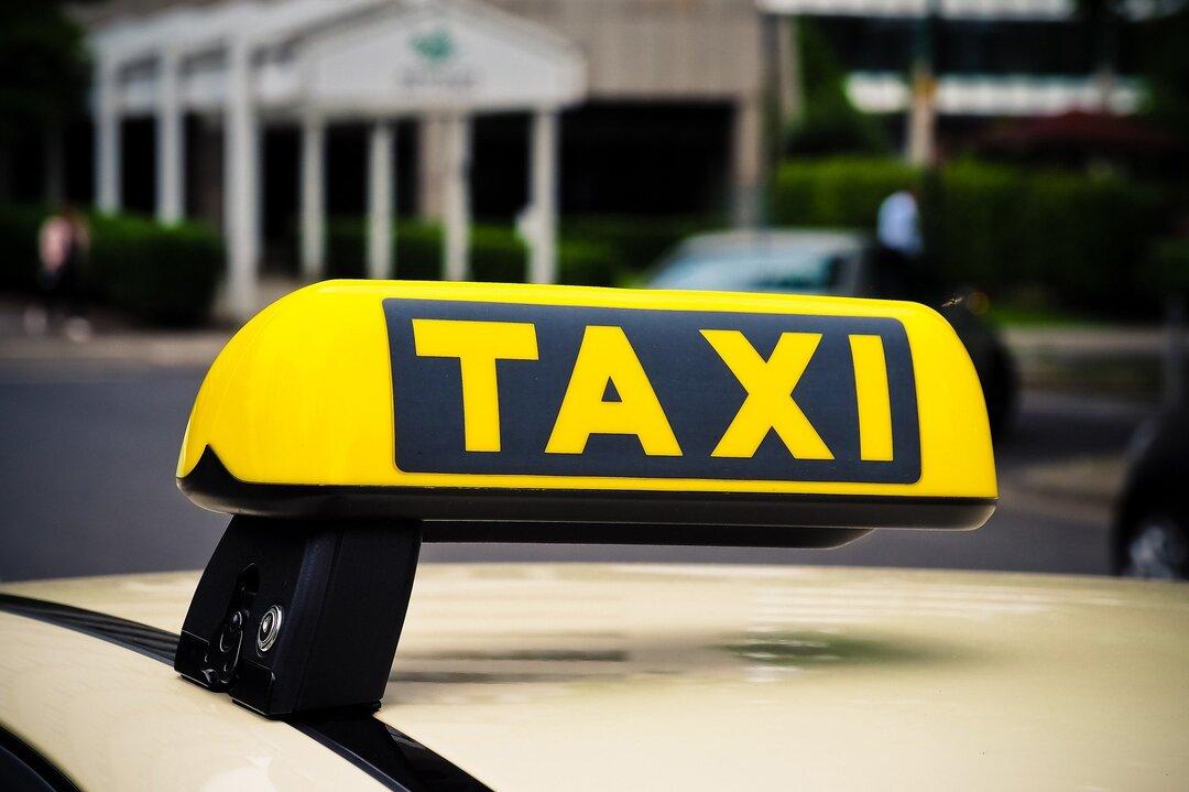 Такси в России подорожало на 50–70% за полгода