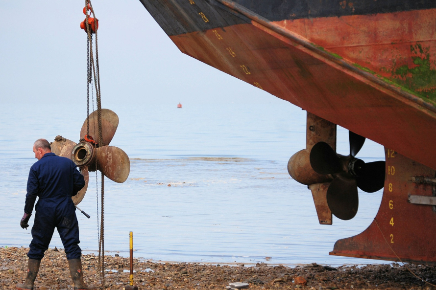 Афера на 39 млн рублей. Воры украли с российского эсминца бронзовые гребные винты, заменив их металлическими