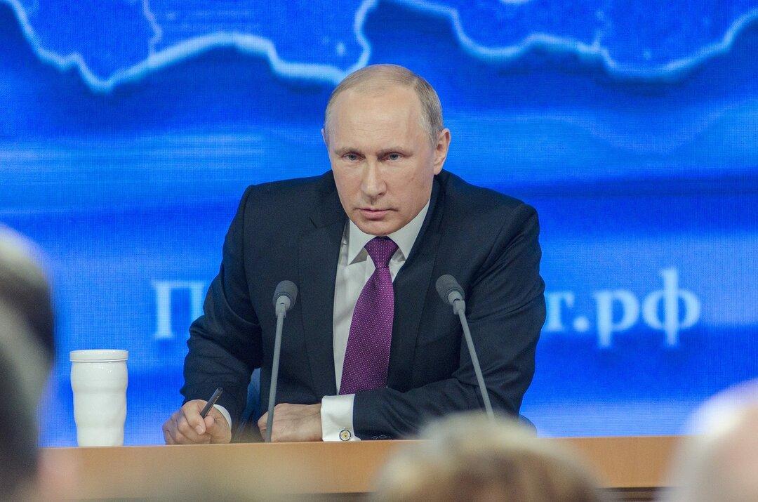 Путин призвал минимизировать плановые проверки на предприятиях