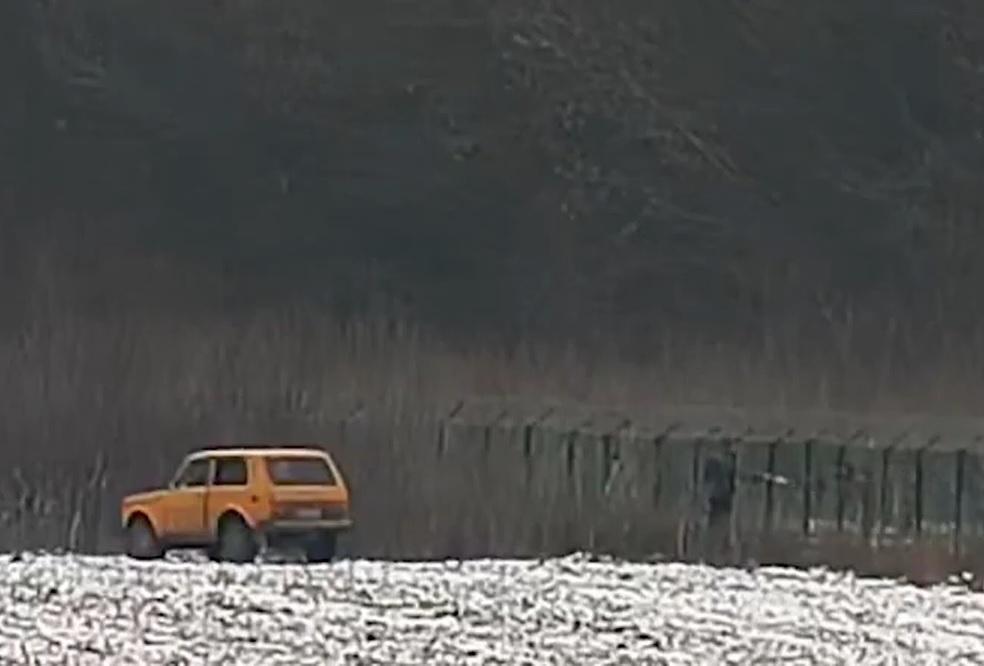 На российско-украинской границе попытались передать валюту через забор