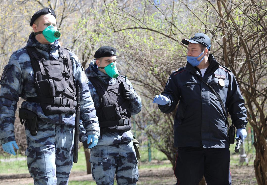Российским силовикам разрешили закупать импортные маски