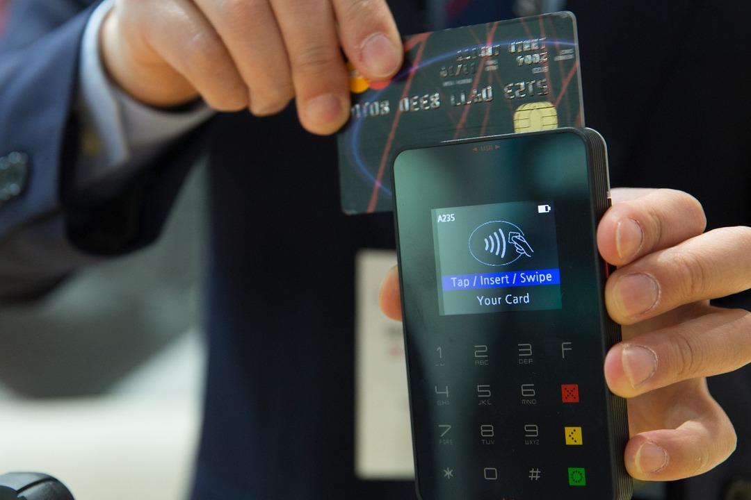 Россиянам раскрыли схему мошенничества с дубликатами банковских карт