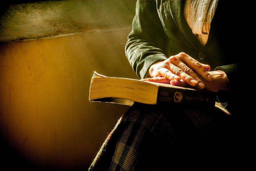 В Германии выпустили Библию для зумеров. В ней нет предложений длиннее 16 слов