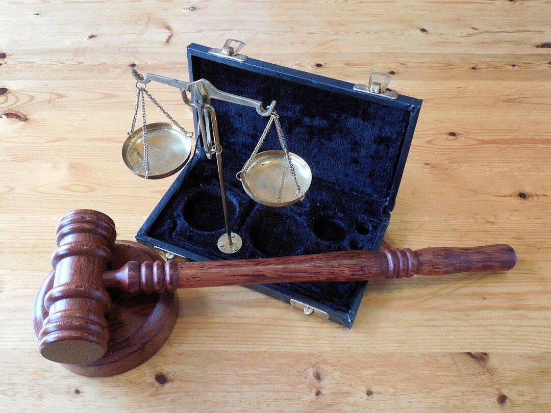Бывшего высокопоставленного таможенника оштрафовали на 66 млн рублей за взятку. И дали 10 лет тюрьмы